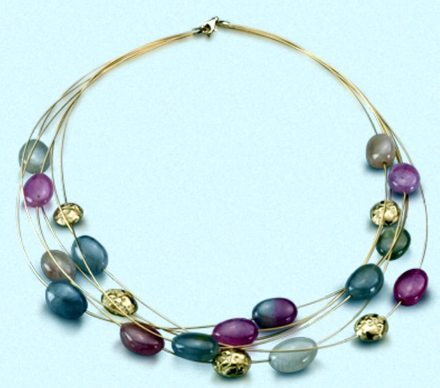 Yvel gold necklace with Sapphires